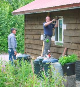 Ryan & Paul installing windows